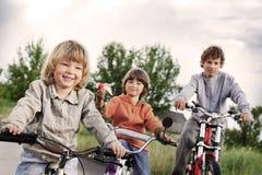 Três bicicletas do passeio dos irmãos Imagem de Stock Royalty Free