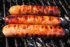 Três bratwurst na grade imagens de stock