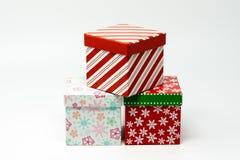 Três caixas de presente decoradas Natal foto de stock