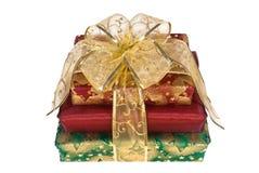 Três caixas de presente envolvidas com fita e curva do ouro Imagem de Stock Royalty Free