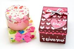 Três caixas de presente hand-made no fundo branco Imagem de Stock Royalty Free