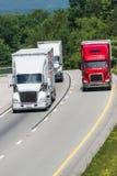 Três caminhões no de um estado a outro Imagens de Stock