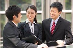 Três colegas do negócio fora do escritório Fotografia de Stock