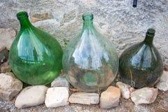 Três comerciantes de vinho vazios fotografia de stock royalty free