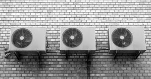 Três condicionadores de ar na parede de tijolo Fotografia de Stock