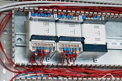 Três controladores ou dispositivos são fixados no armário elétrico fotos de stock royalty free