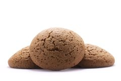 Três cookies de farinha de aveia redondas no fundo branco Fotografia de Stock