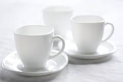 Três copos brancos. Fotos de Stock