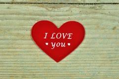 Três corações diferentes em um fundo de madeira Fotografia de Stock