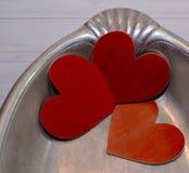 Três corações em uma bandeja de prata Imagem de Stock Royalty Free