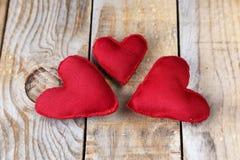 Três corações vermelhos feitos à mão Fotografia de Stock Royalty Free
