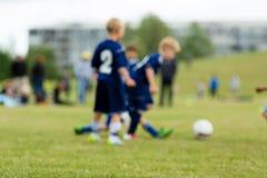 Três crianças borradas do futebol imagens de stock