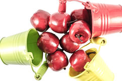Três cubetas com maçãs vermelhas Fotos de Stock