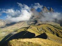 Três d'Arves de Aiguilles dos picos em cumes franceses, França. Fotografia de Stock Royalty Free