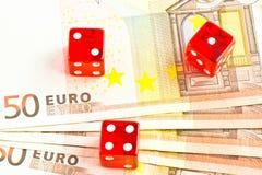 Três dados vermelhos nas 50 euro- notas de banco Fotos de Stock Royalty Free