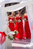 Três damas de honra em um casamento em Grécia Fotos de Stock Royalty Free