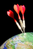 Três dardos em um globo imagem de stock royalty free