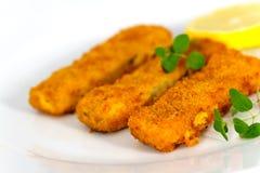 Três dedos de peixes e fatias de limão Fotografia de Stock