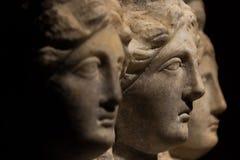 Três dirigiram a estátua antiga de mulheres bonitas, Godd do romano-asiático Fotografia de Stock