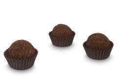 Três doces da trufa de chocolate isolados no fundo branco Fotos de Stock Royalty Free