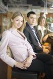 Três dos executivos na ruptura de café Fotos de Stock