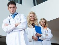 Três doutores em um hospital Fotografia de Stock