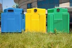 Três escaninhos de recicl em uma cidade Fotografia de Stock