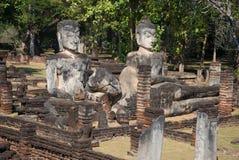 Três esculturas antigas da Buda nas ruínas do templo Wat Phra Kaeo Kamphaeng Phet, Tailândia Fotos de Stock Royalty Free