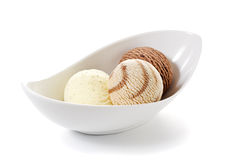 Três esferas do gelado em uma bacia Foto de Stock