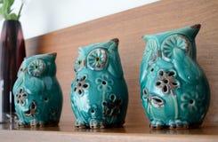 Três estatuetas sábias das corujas Fotos de Stock Royalty Free