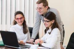 Três executivos bem sucedidos que trabalham no escritório Imagem de Stock Royalty Free