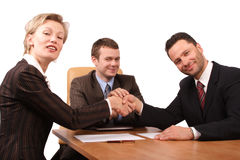 três executivos do handhshake Fotografia de Stock