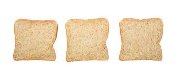 Três fatias inteiras frescas do pão integral isoladas no branco Imagem de Stock