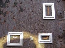 Três frames encontrados na parede imagens de stock