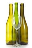 Três garrafas verdes de vidro pysty de debaixo do vinho Fotos de Stock