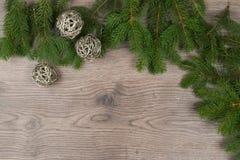 Três globos de prata em ramos do abeto Fotografia de Stock Royalty Free