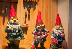 Três gnomes imagens de stock royalty free