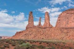 Três irmãs no vale do monumento, o Arizona Fotografia de Stock