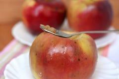 Três maçãs cozidas imagens de stock