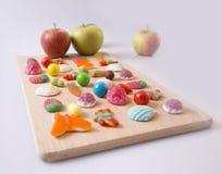 Três maçãs e doces Fotografia de Stock