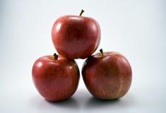 Três maçãs empilhadas Fotografia de Stock
