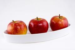 Três maçãs maduras foto de stock