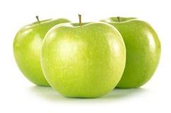 Três maçãs verdes isoladas no branco Imagem de Stock