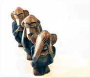 Três macacos feitos da madeira no branco Imagem de Stock Royalty Free