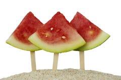 Três melancias na praia da areia Foto de Stock