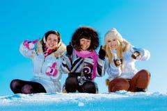 Três meninas alegres ao ar livre no inverno Imagem de Stock Royalty Free
