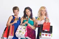 Três meninas após a compra Imagens de Stock Royalty Free