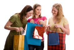 Três meninas com sacos de compra. Isolado no branco Imagem de Stock