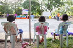 Três meninas em uma cadeira Fotografia de Stock