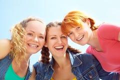 Três meninas felizes Fotos de Stock Royalty Free